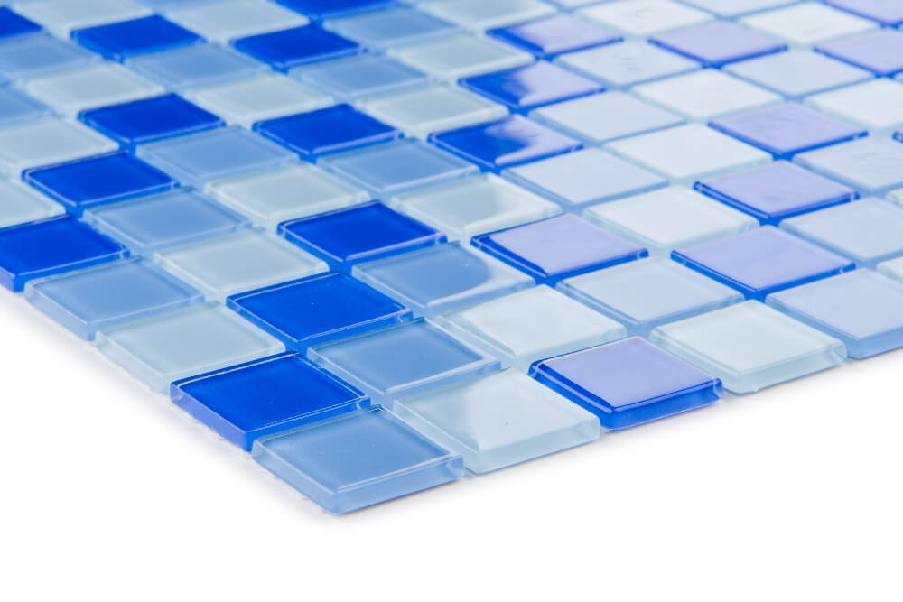 Detailansicht von Glasmosaikfliesen Hellblau Mix Glänzend für die Wand 30 x 30 cm - Interio