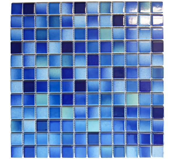 Frontale Ansicht von Keramikmosaikfliesen Blau Melange Matt für die Wand 30 x 30 cm - Interio