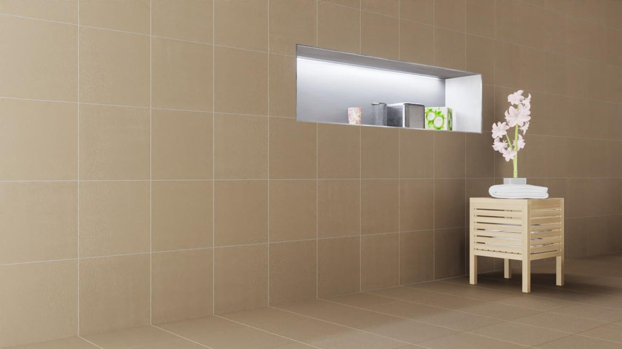 Milieubild Detailansicht Badezimmer mit Hocker und Pflanze mit Boden- und Wandfliesen Silver Matt Shooting Star 30,5 x 30,5 cm Feinsteinzeug - Interio