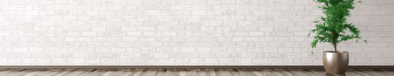 Weiße Wandverblender im Wohnzimmer